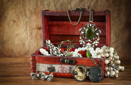 Photo pour A collection of vintage jewelry in antique wooden jewelry box - image libre de droit