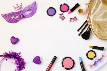Photo pour Top view image of carnival makeup on white wooden background - image libre de droit