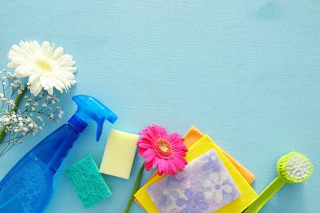 Foto de Spring cleaning concept with supplies on wooden table. Top view - Imagen libre de derechos