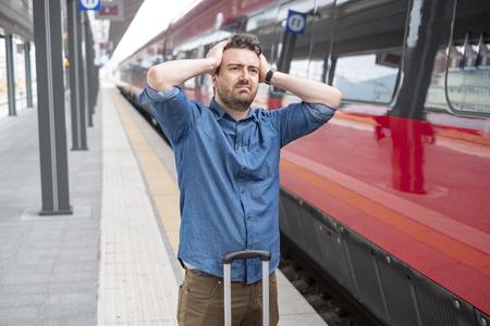 Foto de Man lost the train arrived late to the station platform - Imagen libre de derechos