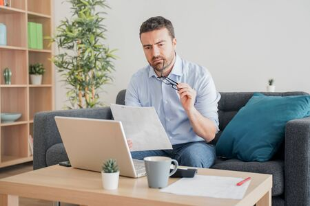 Foto de One guy working from home using internet connection - Imagen libre de derechos