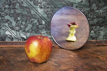 Photo pour surrealistic picture of an apple reflecting in the mirror - image libre de droit