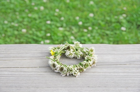 a wreath of white clovers