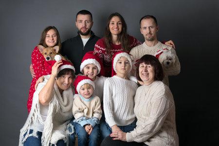 Photo pour Extended family Christmas portrait, three generation family - grandparents, children, siblings, dogs - image libre de droit
