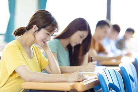 Foto de college student  studying in  classroom - Imagen libre de derechos