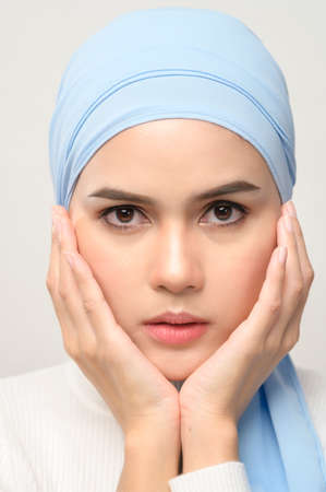 Photo pour A close up of young beautiful muslim woman with hijab isolated on white background studio, muslim beauty skin care concept. - image libre de droit