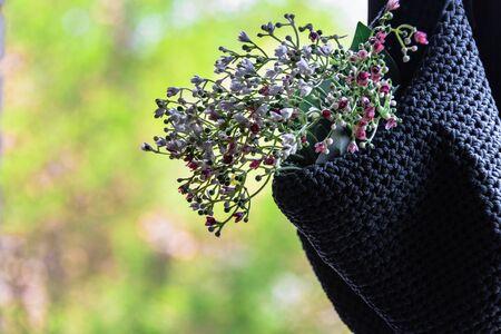 Foto de Flower bouquet ornament in blue basket by the window - Imagen libre de derechos