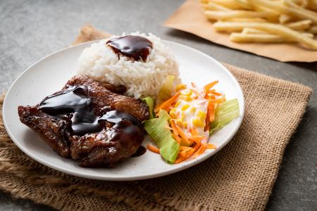 Foto de grilled chicken with teriyaki sauce and rice and salad - Imagen libre de derechos