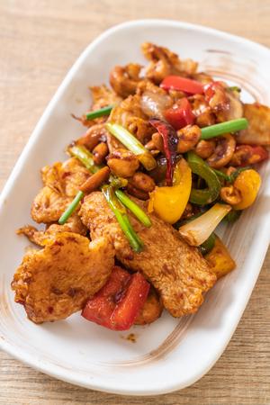 Photo pour Stir-Fried Chicken with Cashew Nuts - Asian Food - image libre de droit