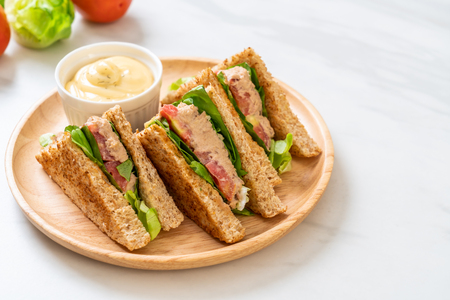Foto de Homemade Tuna Sandwich with Tomatoes and Lettuce - Imagen libre de derechos