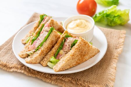 Foto de Homemade Tuna Sandwich with Tomatoes and Lettuce - Imagen libre de derechos