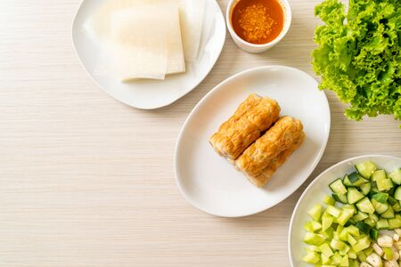 Photo pour Vietnamese pork  meatball with vegetables wraps (Nam-Neaung or Nham Due) - vietnamese traditional food culture - image libre de droit