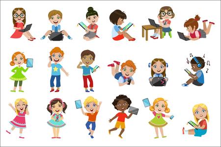 Illustration pour Kids With Gadgets Set - image libre de droit