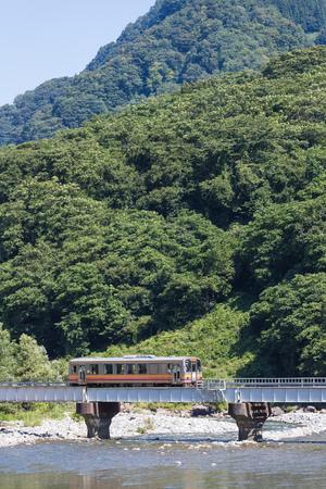 Torsakarin180600843
