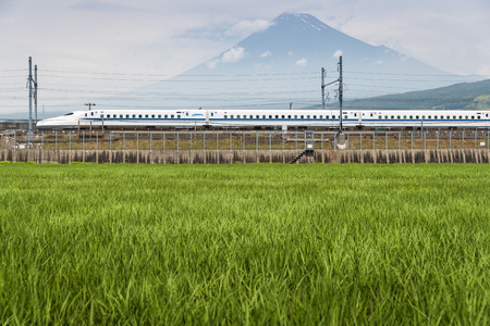 Foto für Shizuoka - July 03 : Shinkansen bullet train and Mountain Fuji on July 03 , 2017 , Shizuoka ,Japan. Shinkansen is world's busiest high-speed railway operated by four Japan Railways companies. - Lizenzfreies Bild