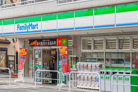 Photo pour Minami Gyotoku, Chiba - MAY 04, 2019 : FamilyMart (one word) convenience store is the third largest in 24 hour convenient shop market, after Seven Eleven and Lawson - image libre de droit