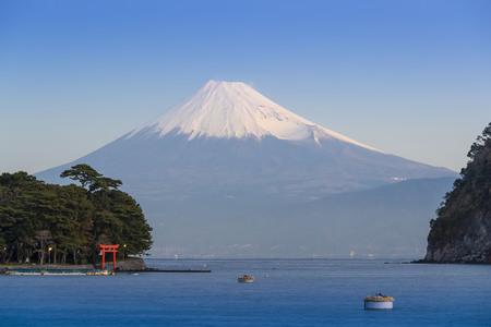 Foto de Mt.Fuji in the winter with the Suruga Sea in Shizuoka Prefecture - Imagen libre de derechos