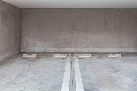 Photo pour Empty Parking on the ground floor below the apartment building - image libre de droit