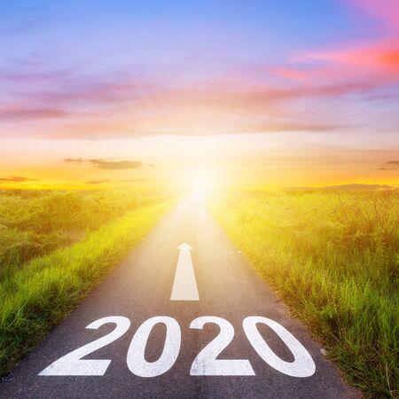 Foto de Empty asphalt road and New year 2020 concept. Driving on an empty road to Goals 2020. - Imagen libre de derechos