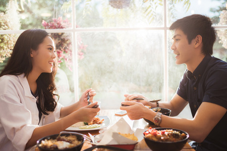 Photo pour Asian people eating at the restaurant in the morning. - image libre de droit