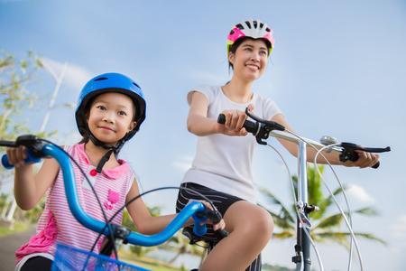 Foto de Mother and daughter are cycling exercise - Imagen libre de derechos