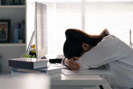 Photo pour Businesswoman she was lying on the table, she was tired of working in the office. - image libre de droit