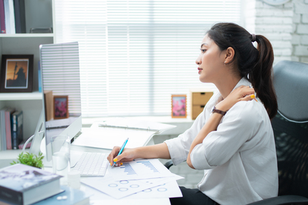 Photo pour Asian women Aches from working She felt like relaxing - image libre de droit