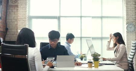 Photo pour Asian people working in office - image libre de droit