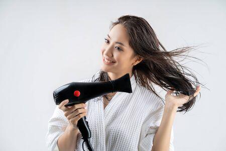 Photo pour Asian woman drying your hair after showering - image libre de droit