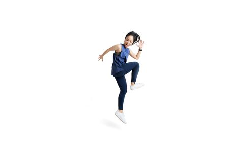 Foto de Asian woman is jumping and exercising - Imagen libre de derechos