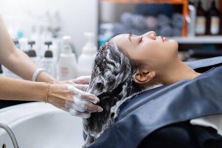 Foto für hairstylist is washing customer's hair in a beauty salon - Lizenzfreies Bild