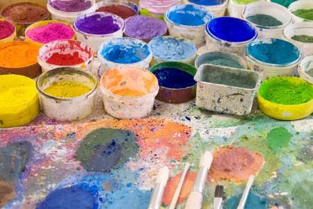 brushes on an artist´s palette