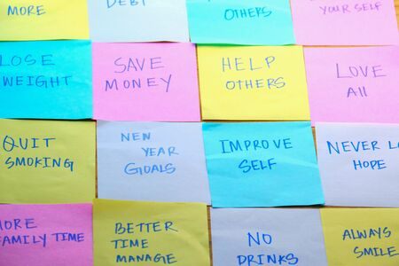 Photo pour top view new year goals written on sticky notes on table - image libre de droit