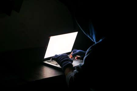 Photo pour hacker hand stealing data from laptop top down - image libre de droit