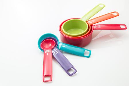 Photo pour Measuring cups and measuring spoons on white background. - image libre de droit