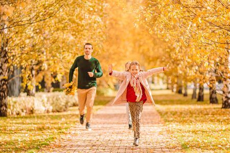 Photo pour Family of dad and kids on beautiful autumn day in the park - image libre de droit