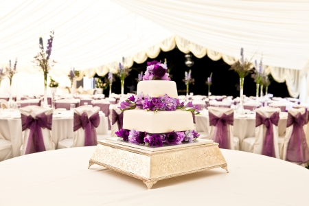 Foto de wedding cake in a venue - Imagen libre de derechos