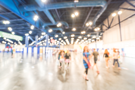 Photo pour Blurry background runners at marathon event to pickup running package - image libre de droit