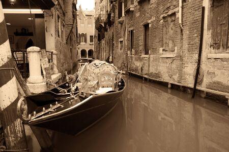 Foto per Gondola seppia - Immagine Royalty Free