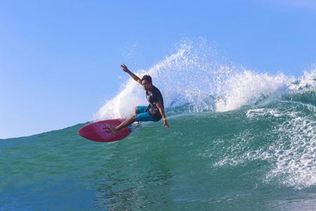 Photo pour Surfer on Amazing Blue Wave, Bali island. - image libre de droit