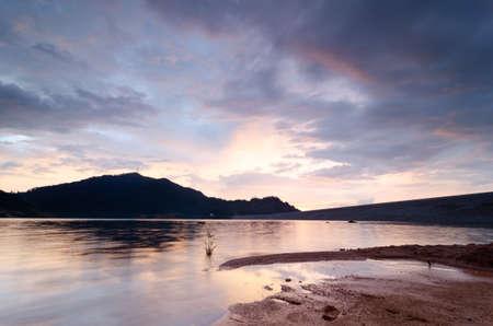 Photo pour Amazing sunset at Mengkuang Dam. - image libre de droit