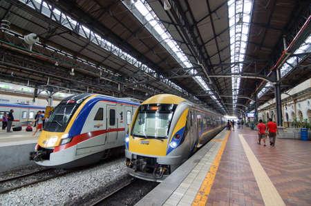 Photo pour City, Kuala Lumpur/Malaysia - May 24 2014: KTM Train arrive KL station. - image libre de droit