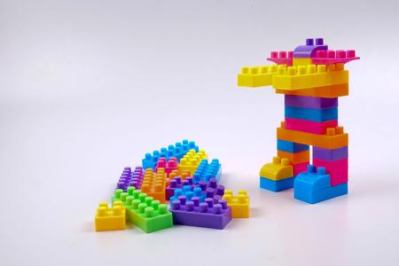 Photo pour Plastic building blocks isolated on white background - image libre de droit