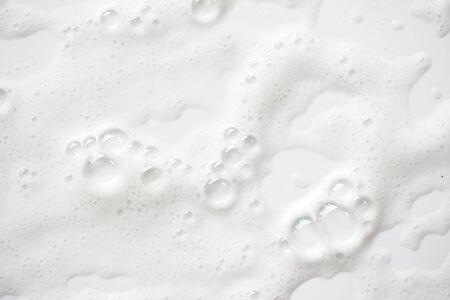Photo pour Abstract background white soapy foam texture. Shampoo foam with bubbles - image libre de droit