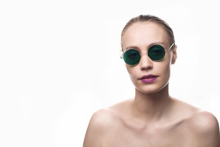 Photo pour Fashion girl model in green sunglasses isolated on white background looking at the camera. Studio shot - image libre de droit