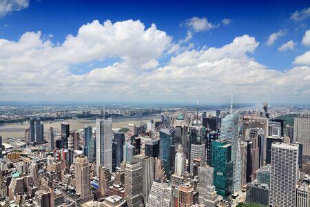 Photo pour New York aerial view - Midtown Manhattan cityscape. - image libre de droit