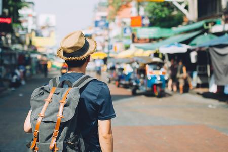 Foto de Young Asian traveling backpacker in Khaosan Road outdoor market in Bangkok, Thailand - Imagen libre de derechos