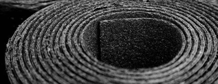 Photo pour Closeup of Roll of new black roofing felt or bitumen. Shallow depth off field - image libre de droit