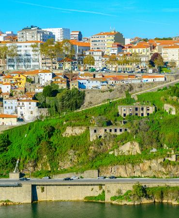 Photo pour View of Porto architecure by Douro river in bright sunny day, Portugal - image libre de droit