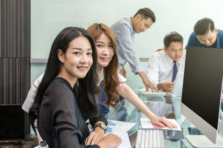 Photo pour Group Of Asian Business people with casual suit working and talking together in the modern Office, people business group concept - image libre de droit